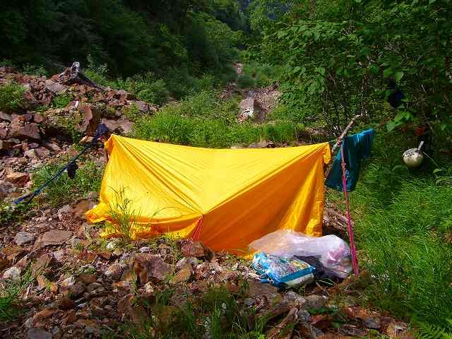 ビバーク : 山で遭難!SOSの紙で...